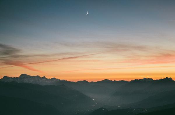 Hoàng hôn ngắm từ núi Hàm Rồng